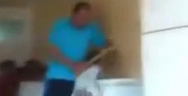 Phẫn nộ video trẻ mồ côi bị quản lý tra tấn đánh đập