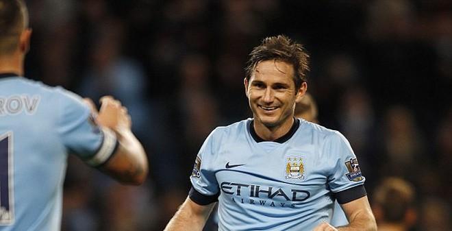 """BẢN TIN SÁNG 26/9: Ronaldo """"xách dép"""" Lampard trên TTCN"""