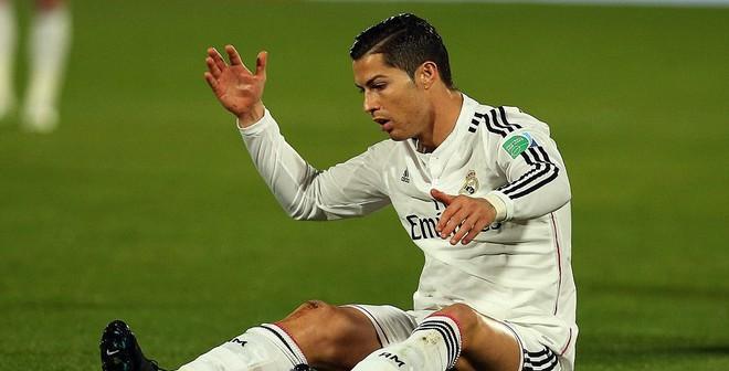 """Pha biểu diễn vô cùng """"ngớ ngẩn"""" của Cris Ronaldo"""