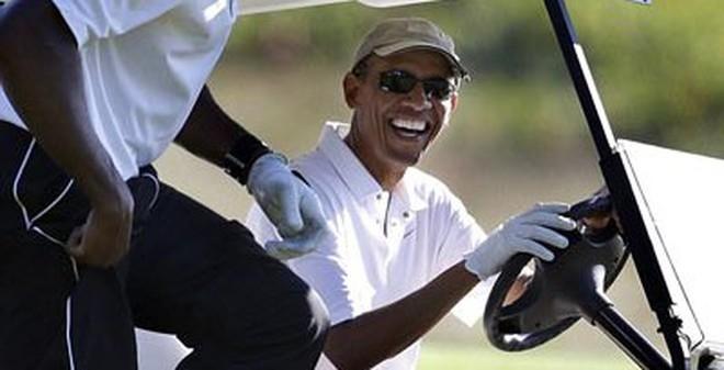 """Tổng thống Obama trở lại sau """"kỳ nghỉ sóng gió"""""""