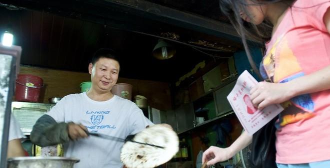 TQ xôn xao vì người bán bánh nhân thịt giống hệt Tập Cận Bình