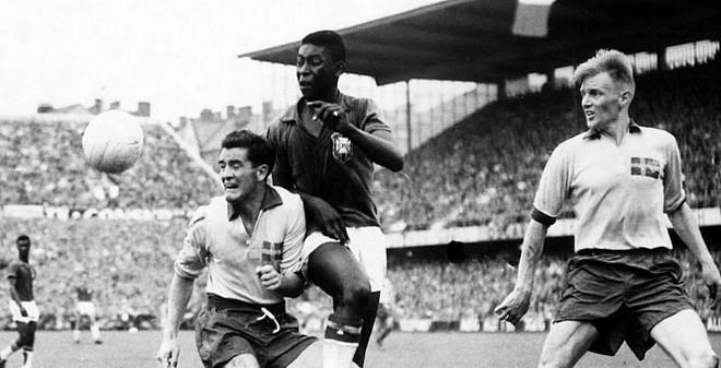 """World Cup 1958: Những trò khăm thế kỷ không """"dập"""" nổi Pele"""