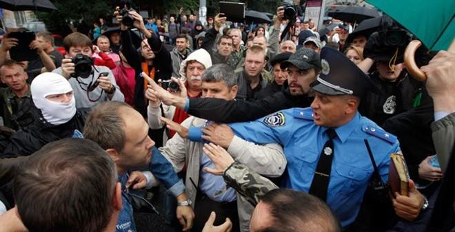 Ukraine: Biểu tình đòi lật đổ Tổng thống và Bộ trưởng Quốc phòng