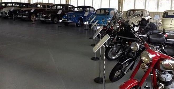 Bộ sưu tập 'xế khủng' của cha con Yanukovych