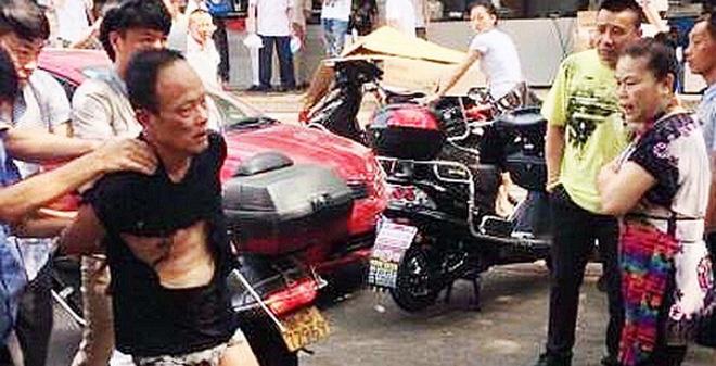 Trung Quốc: Bom tự chế đầy ốc vít nổ gần đồn cảnh sát