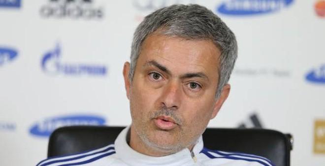 """TIN VẮN SÁNG 15/2: Mourinho mắng Wenger """"như hát hay"""""""