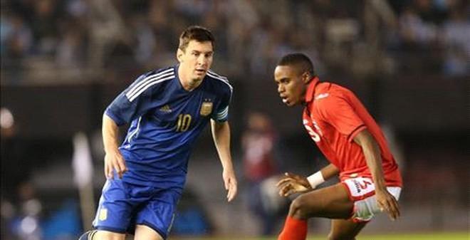 """Bỏ lỡ không tưởng, Messi """"tịt ngòi"""" trước Trinidad & Tobago"""