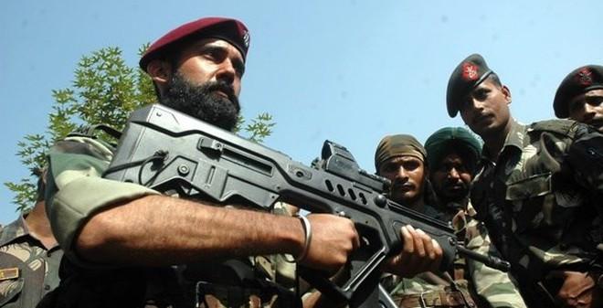 Hàng trăm lính Trung Quốc và Ấn Độ đối đầu nhau trên dãy Himalaya