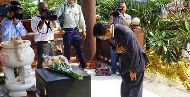 Đại sứ Nhật Bản cúi đầu tưởng niệm nạn nhân cầu Cần Thơ