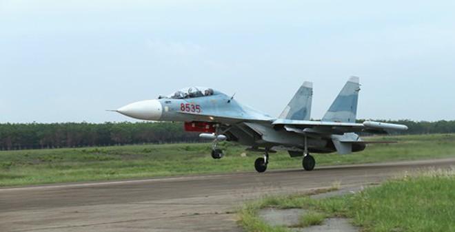 """Báo Nga: Cuối năm 2014, Việt Nam nhận 4 """"hổ mang chúa"""" Su-30MK2"""