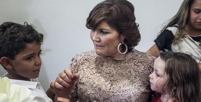 Con trai Ronaldo rơm rớm nghe bà nội kể chuyện suýt bỏ rơi bố