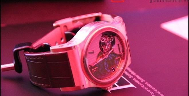 Cận cảnh chiếc đồng hồ giá 4,5 tỷ đồng tại Việt Nam