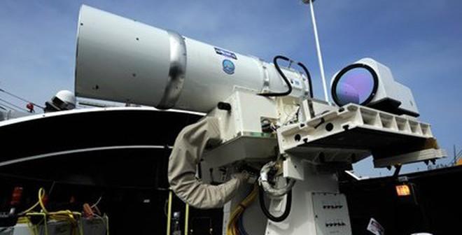 Mỹ khoe sức mạnh khủng khiếp của hệ thống vũ khí laser
