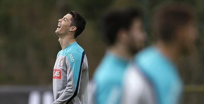 TIN VẮN SÁNG 5/3: Ronaldo phớ lớ, Ibra ỉu xìu