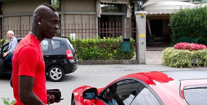 Lóa mắt với siêu xe 8.4 tỷ của Mario Balotelli