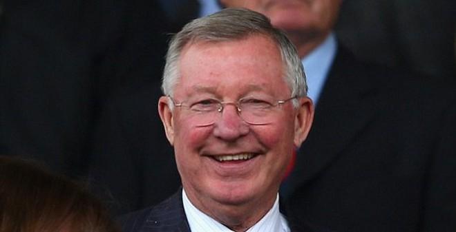 """Sir Alex cười """"phớ lớ"""", fan ngất ngây ở Old Trafford"""