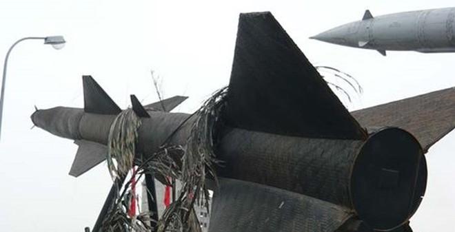 """Trận đánh lạ thường ở VN: """"Tóm cổ"""" F-105 bằng... tên lửa cót ép"""
