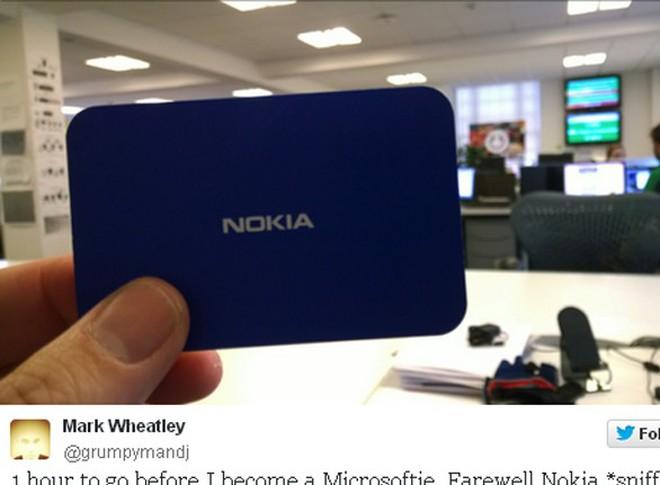 """Nhân viên khóc than ngậm ngùi """"vĩnh biệt"""" Nokia"""
