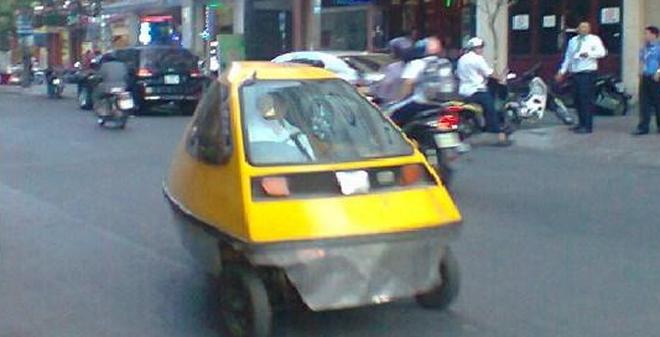 Xuất hiện chiếc xe có hình dáng lạ trên đường phố Sài Gòn