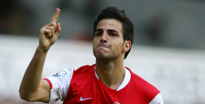 Mua Fabregas sẽ làm hại Arsenal; Sheringham sắp tái xuất PL