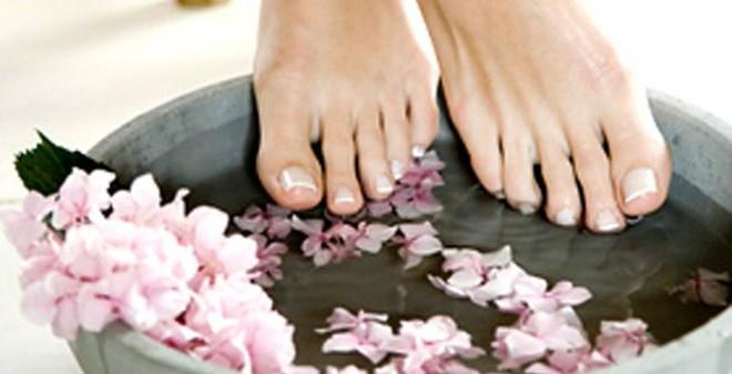 Loại bỏ mùi hôi chân quá đơn giản bằng 9 loại nước ngâm chân