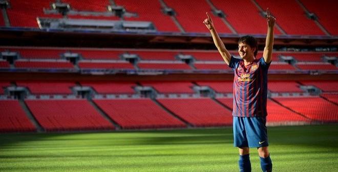 Học đòi Cris Ronaldo, Messi sắp được dựng tượng
