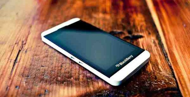BlackBerry Z10 4.5 triệu đồng đã có bản màu trắng sang trọng