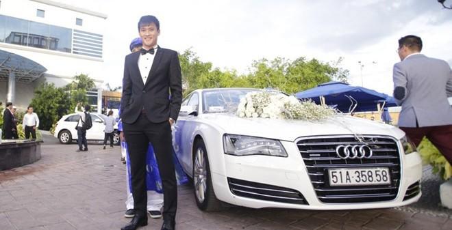 Công Vinh đem siêu xe Hollywood đón dâu Thủy Tiên