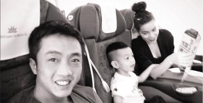 Con trai Hà Hồ 'bao' bố mẹ du lịch nước ngoài bằng tiền lì xì