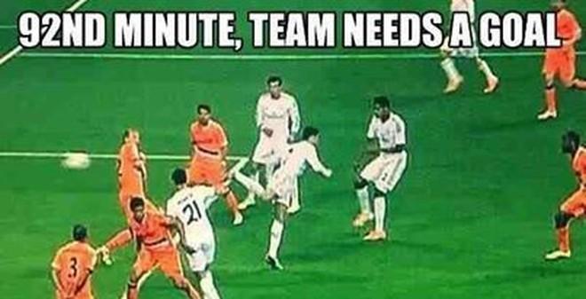 Ảnh chế: Ibra chê Cris Ronaldo... lởm khởm