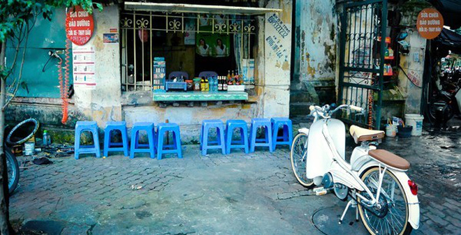 Khi những chiếc ghế nhựa kể câu chuyện về cuộc sống người Việt