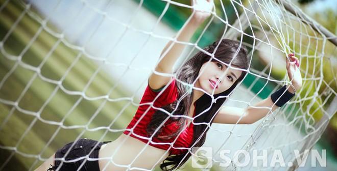 """Hot girl Nha Trang tung """"ảnh nóng"""" chào World Cup 2014"""
