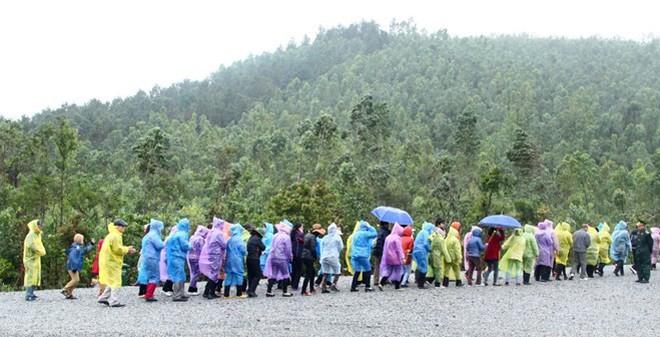 Ngàn người đội mưa viếng mộ Đại tướng Võ Nguyên Giáp