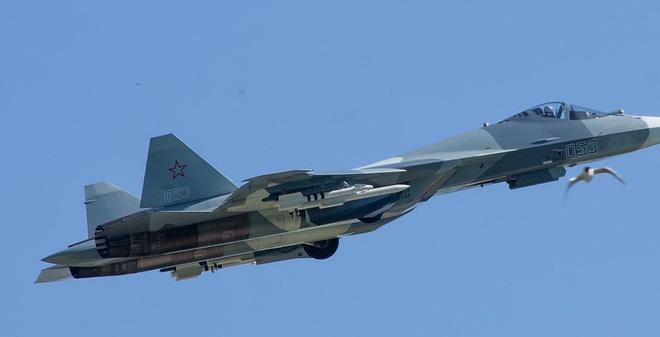 ẢNH: Tàng hình cơ T-50 thử nghiệm mang vũ khí