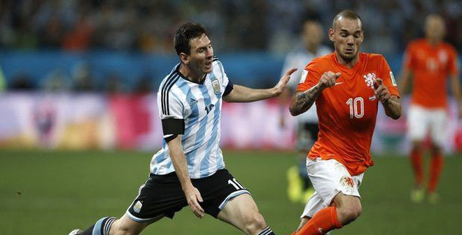"Bản tin World Cup: Sneijder ""tố"" tội Argentina"