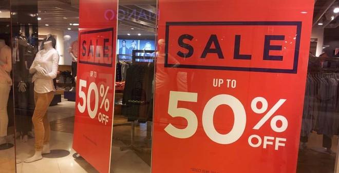 """Chùm ảnh lộ rõ """"thảm cảnh"""" ở Tràng Tiền Plaza dù giảm giá sốc 50%"""