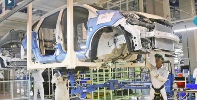 Xem dây chuyền sản xuất xe ô tô Honda bằng giá xe máy SH