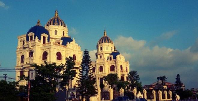 5 ninh 20binh 205 1407407355383 0 0 255 499 crop 1407407422970 - Lâu đài đôi trăm tỷ xây cho quý tử của đại gia Ninh Binh