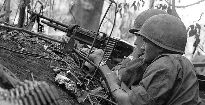 Vì sao tham chiến ở VN, lính Mỹ không bao giờ lo thiếu đạn?
