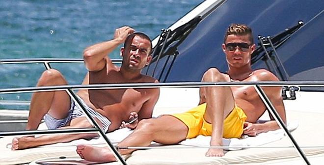 Tiền của Cris Ronaldo bao nhiêu mà không thể đếm được?