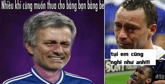 Ảnh vui: Muốn thua không được, Mourinho đau khổ dằn vặt
