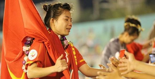 ĐT nữ Việt Nam: Nửa bánh mì, nửa vé & nửa sự thật