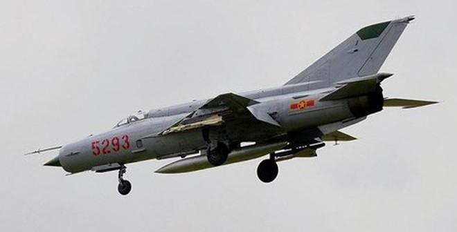 """MiG-21 Việt Nam """"trồng cây nêu"""" diệt địch"""