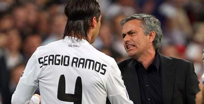 """TIN VẮN TỐI 6/3: Mourinho - """"Sao Real chỉ thích soi gương"""""""
