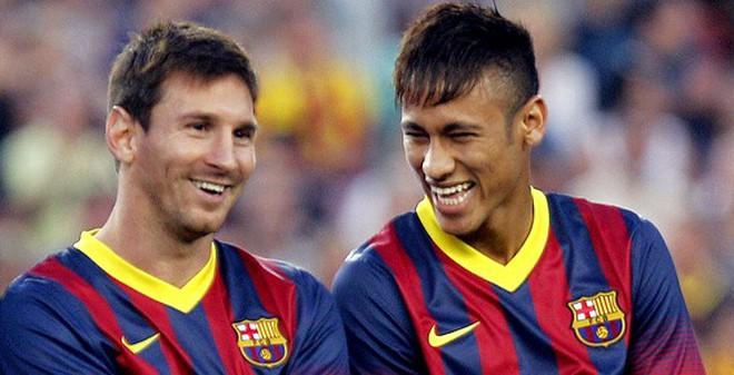 """Sợ bị """"đì"""", Neymar nịnh bợ Messi"""