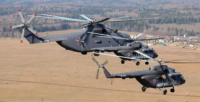 ẢNH: Trực thăng Không quân Nga chuẩn bị cho lễ duyệt binh