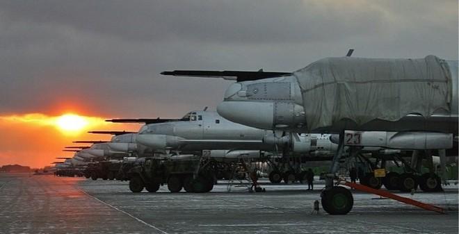 """Nga có thể """"bắt tay"""" Trung Quốc phát triển máy bay ném bom"""