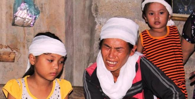 Vợ trẻ bệnh tật ôm 5 đứa con nheo nhóc mong nhận thi thể chồng