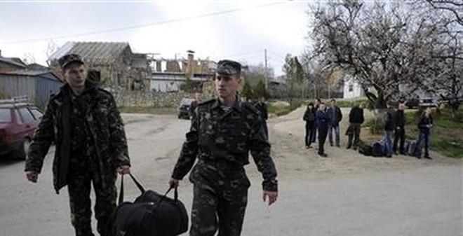 Nga đồng ý trả lại một số vũ khí ở Crimea cho Ukraine