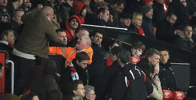 """Những nấc thang """"tiễn"""" David Moyes khỏi thiên đường Old Trafford"""